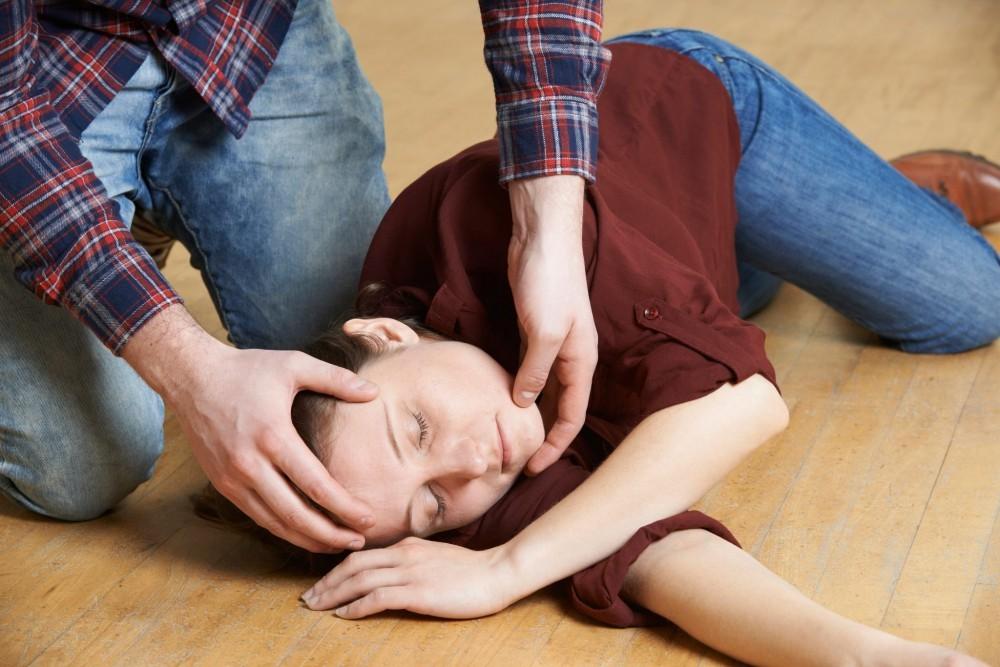 Sơ cứu đột quỵ tại nhà đúng cách và các phương tiện di chuyển đến bệnh viện