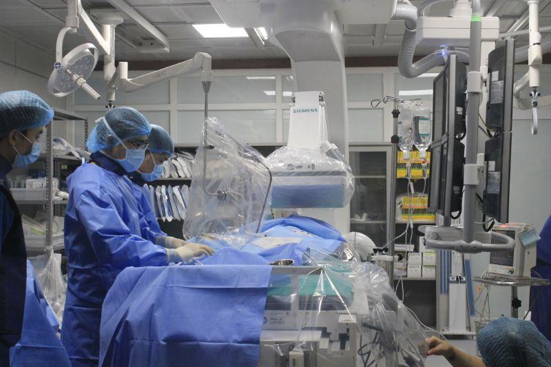 Bệnh nhân đột quỵ cấp trên nền bệnh basedow và rung nhĩ