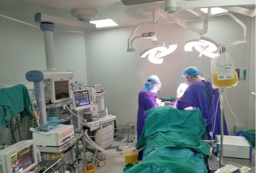 Bệnh nhân viêm phổi bị đột quỵ ngay trong khu cách ly